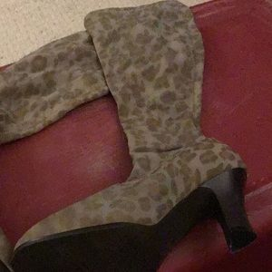 Stretch fabric heeled boots